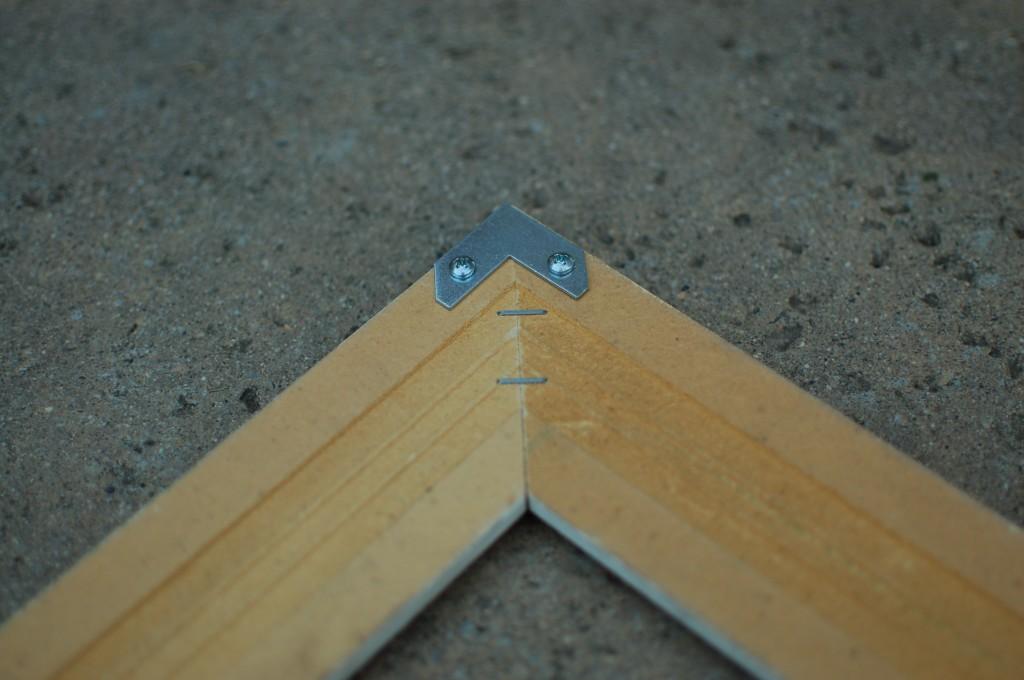 Secure frame corner