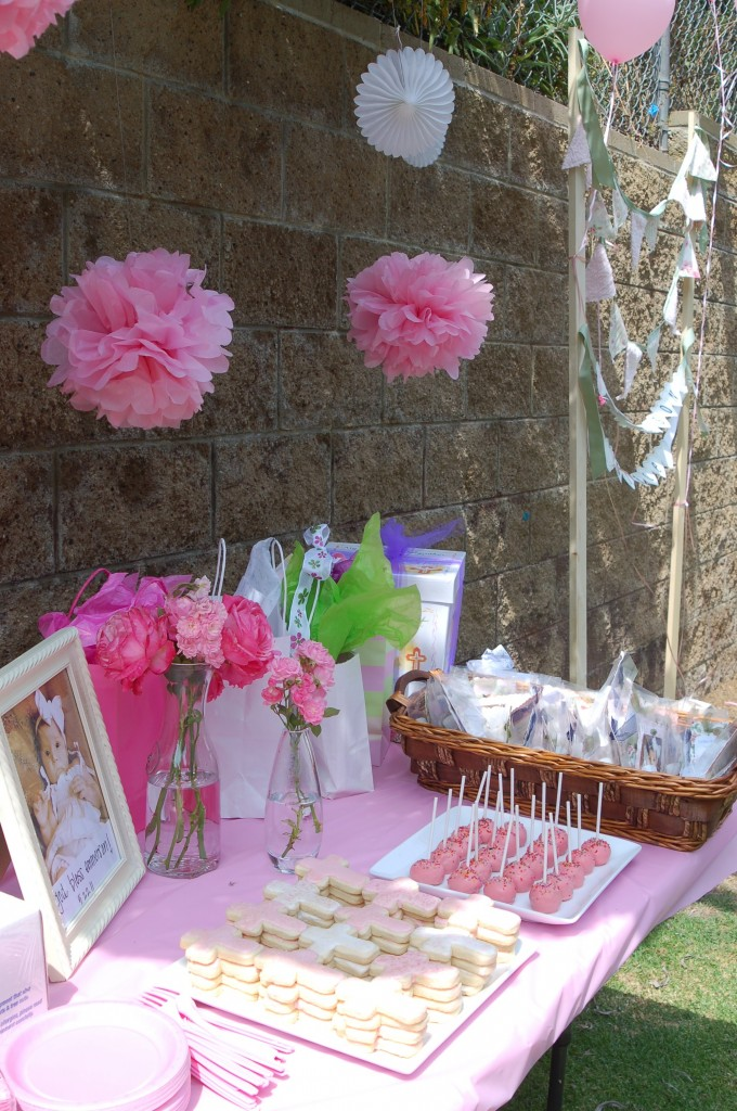 Dessert and gift table
