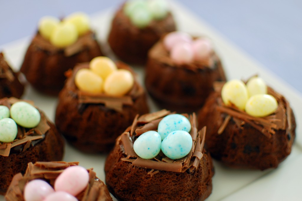 Mini bundt cake nests