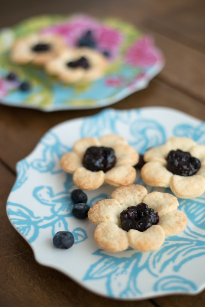Mini flower-shaped berry pie